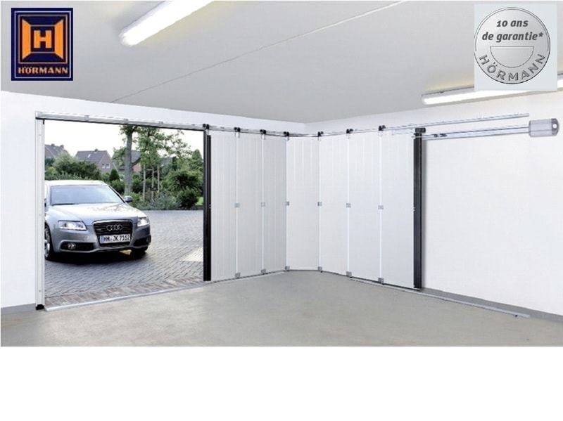 Porte sectionnelle latérale HST pour une ouverture fluide et silencieuse.