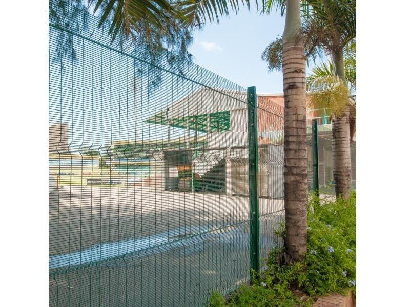 Système de panneaux clôture Securifor 3D - Batiweb