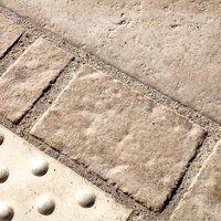 Pavés rustiques ou contemporains répliques de pierre (mono ou multiformats)