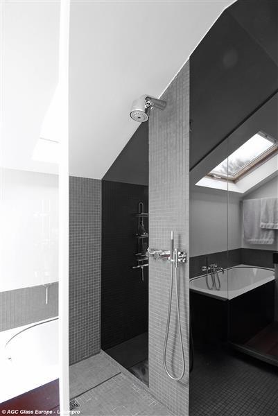 Lacobel : Panneaux de verre laqué brillant pour revêtement mural durable - Batiweb