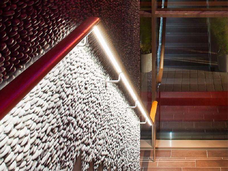 Avec les solutions guidage LED CROSILUX®, la lumière devient source de créativité - Batiweb