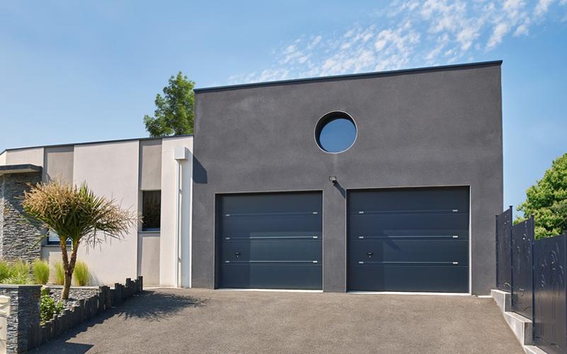 Porte de garage sectionnelle ISO 45 :  le choix de la qualité et de la personnalisation - Batiweb