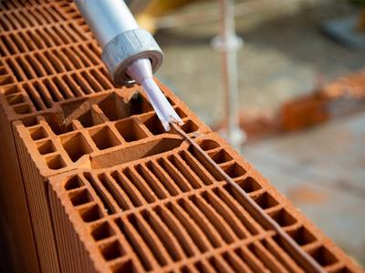 fix'bric® : nouveau système de colle haute adhérence prête à l'emploi pour briques bgv20 Batiweb
