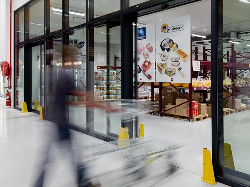 Des portes automatiques pour faciliter l'accessibilité dans votre établissement