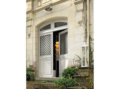 PORTE D'ENTRÉE BOIS TRADITIONNELLE – BREMAUD Batiweb