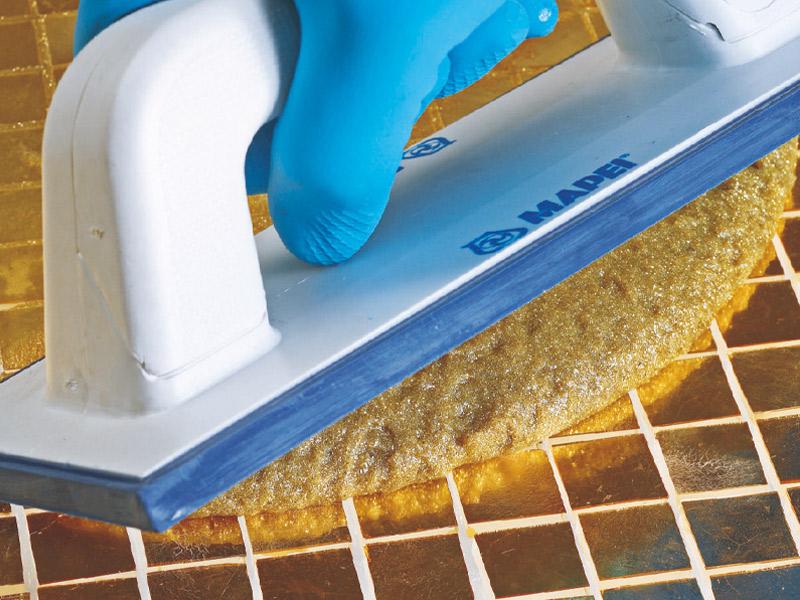 Mortier époxy décoratif antiacide KERAPOXY DESIGN, en 32 coloris, recommandé pour le jointoiement de pâte de verre - Batiweb