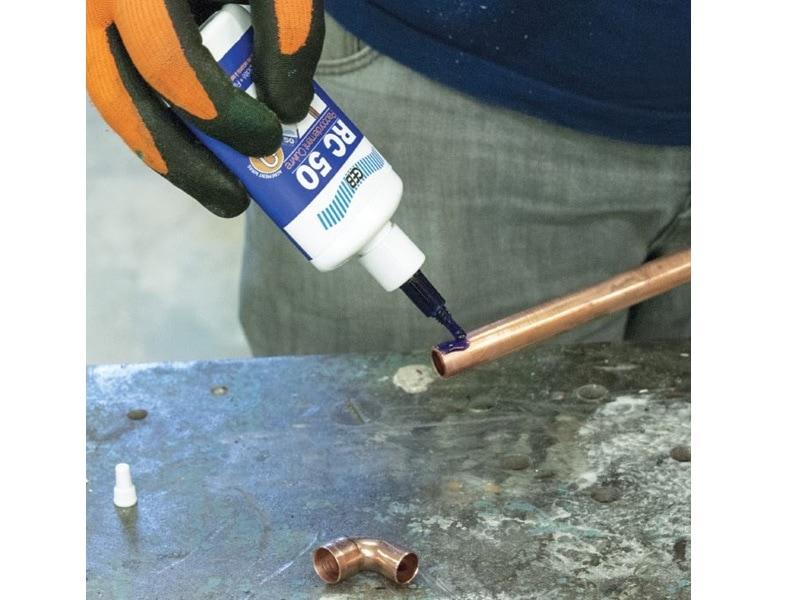 RC 50, pour raccorder le cuivre et le laiton sans souder