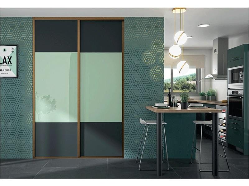 Portes de placards coulissantes sur-mesure et hautes en couleur - Batiweb