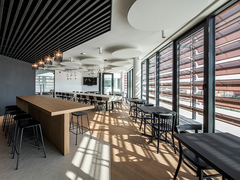 DucoSun Wing - Brise-soleil architectural perforé - Batiweb
