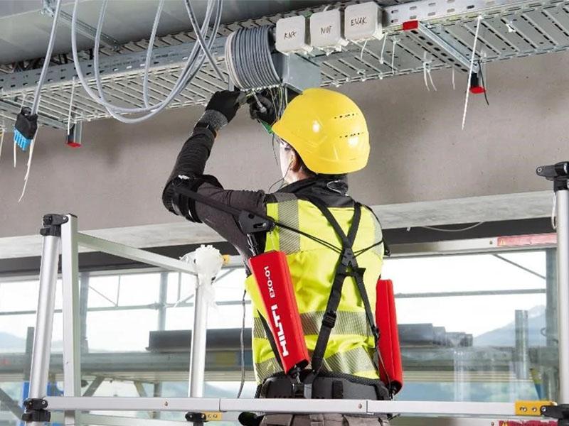 EXO-1 : Exosquelette dédié aux travaux au-dessus des épaules - Batiweb