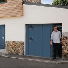 Novoferm : un portillon intégré pour la porte de garage latérale NovoSide®
