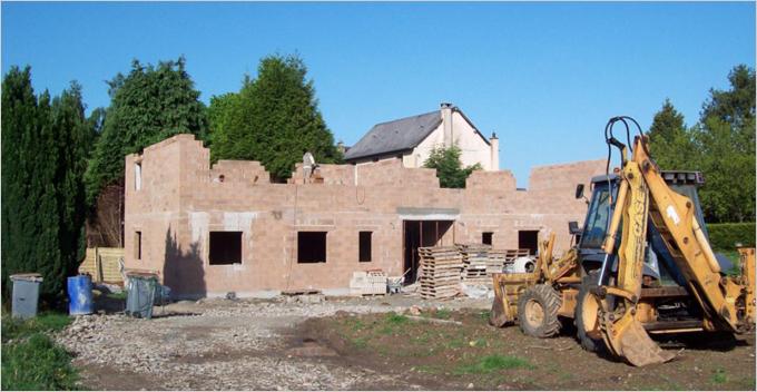 Le premier bâtiment collectif BBC de Normandie en blocs béton isolants - Batiweb