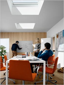 Bâtiments tertiaires et habitat en toit plat : profitez de la lumière zénithale et d'un confort de vie