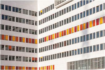 Pureté des matériaux et couleurs vives, des solutions signées VETISOL pour sublimer les façades !