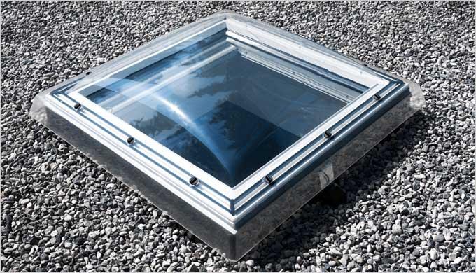 Bâtiments tertiaires et habitat en toit plat : lumière zénithale et confort de vie