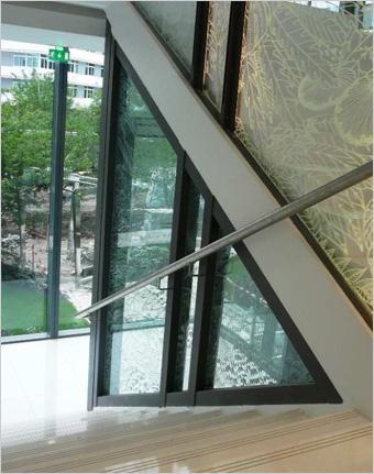 Cloisons vitrées coupe-feu bord à bord, portes Néo et vitrages imprimés pour le futur siège de Clarins, Paris : focus sur cette réalisation des Ateliers BOULLET