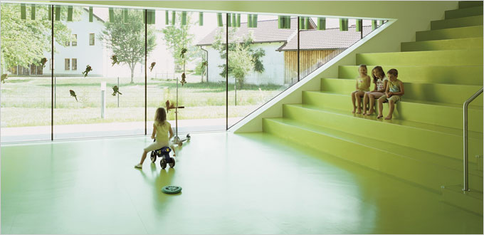 Revêtements de sol caoutchouc nora® pour le bien-être des enfants