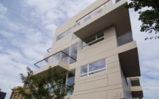 L'agence USE Architects insuffle une nouvelle vie dans le quartier de Hackney avec un revêtement pare-pluie en DuPont™ Corian®