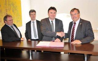 Convention de partenariat : Recticel insulation et la Capeb mutualisent leurs compétences pour accompagner les entreprises artisanales du bâtiment - Batiweb