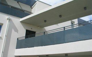Garde-corps aluminium FERIA : l'esthétisme de l'acier, la durabilité de l'aluminium, la modularité en plus. - Batiweb
