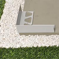 Réaliser facilement l'habillage périphérique d'une terrasse avec carrelages sur plots