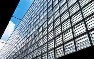 Bâtiments plus smart : design et fonctionnalité se fondent dans la brique de verre - Batiweb