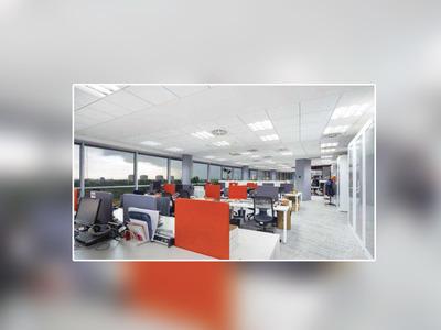 Aménagement des bureaux PWC à Varsovie avec les plafonds ARMSTRONG : environnement, confort et design pour maîtres-mots ! Batiweb