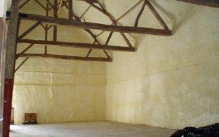 Economisez avec l'isolation projetée par mousse polyuréthane - Batiweb