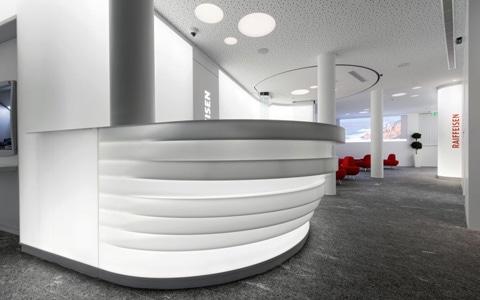 HI-MACS® habille de lumière la Banque Raiffeisen Mendrisio
