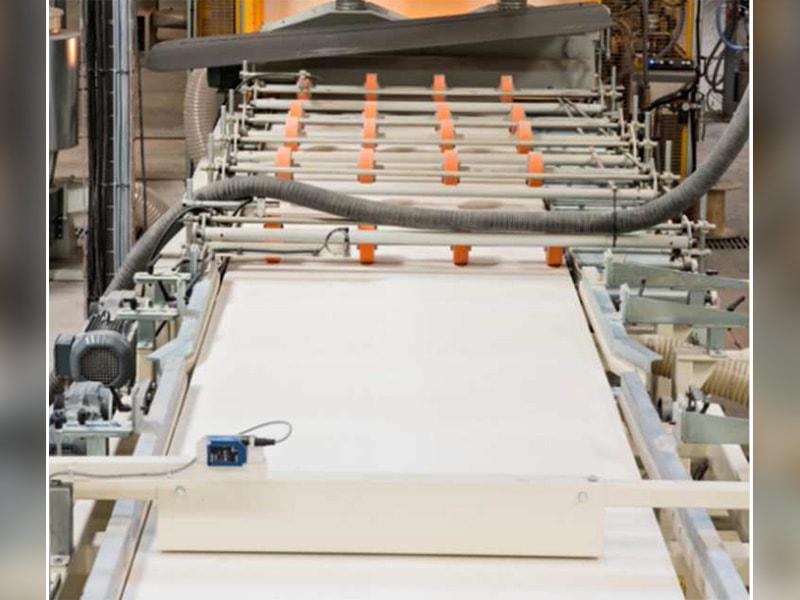 ARMSTRONG WORLD INDUSTRIES lance une nouvelle ligne de production voile de verre sur son site de PONTARLIER (25) - Batiweb
