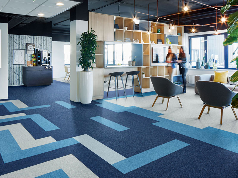 Tessera de Forbo Flooring Systems : collection de dalles et lames plombantes amovibles tuftées à destination des bureaux - Batiweb