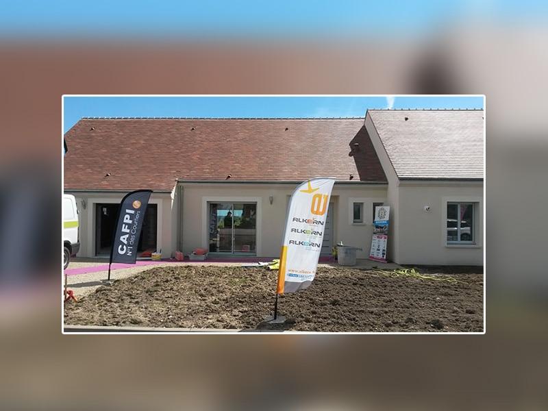 Le constructeur « Les Maisons de Loire » inaugure la première maison  à énergie positive de la région Centre Val-de-Loire,  réalisée avec le bloc béton CONFORT+ d'Alkern - Batiweb