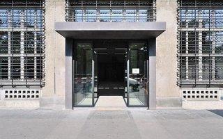 Les portes automatiques GEZE au sein du plus grand bureau de poste de Suisse - Batiweb