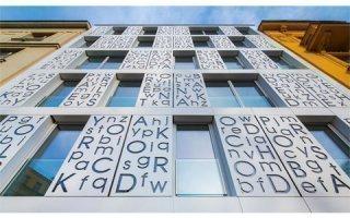 HI-MACS® illumine la poésie avec une façade rétroéclairée à Prague Batiweb