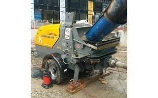 Putzmeister – Pompe à piston P 718 pour les chantiers de chape fluide