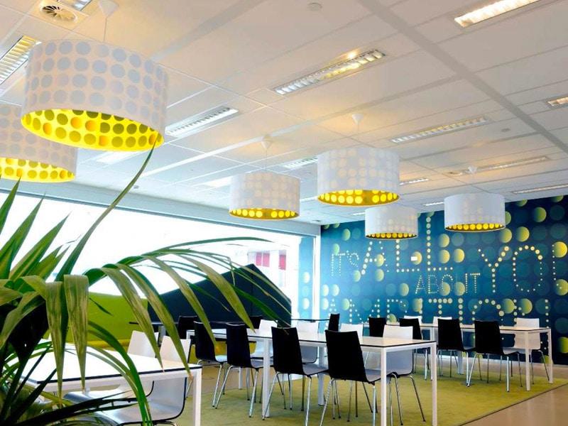 La nouvelle gamme SIERRA enrichit l'offre de plafonds voile de verre d'ARMSTRONG CEILING SOLUTIONS - Batiweb