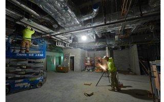 L'éclairage de chantier LED M18™ SLSP assure  puissance et polyvalence