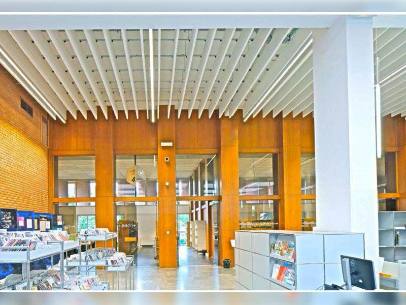 Une surface de 2045 m² d'OPTIMA BAFFLES ET OPTIMA L CANOPY pour l'aménagement du nouveau learning center de la bibliothèque universitaire de Toulouse (31) - Batiweb