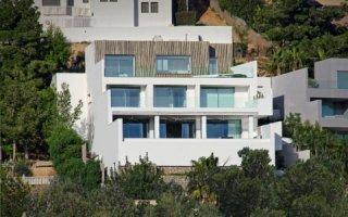Ibiza : Avonite® apporte simplicité et chaleur à une somptueuse résidence privée.