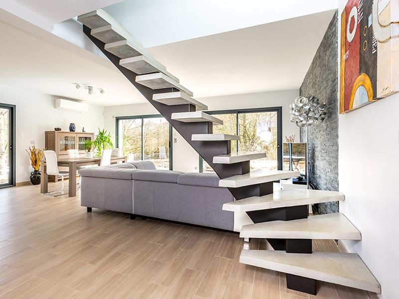 Le groupe PBM innove et lance SoLoft, une nouvelle gamme d'escaliers sur mesure en béton/métal configurables.