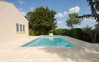 Aménagement des abords d'une piscine : avant/après