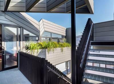La façade zinc en profil à emboîtement : un système structuré et élégant Batiweb