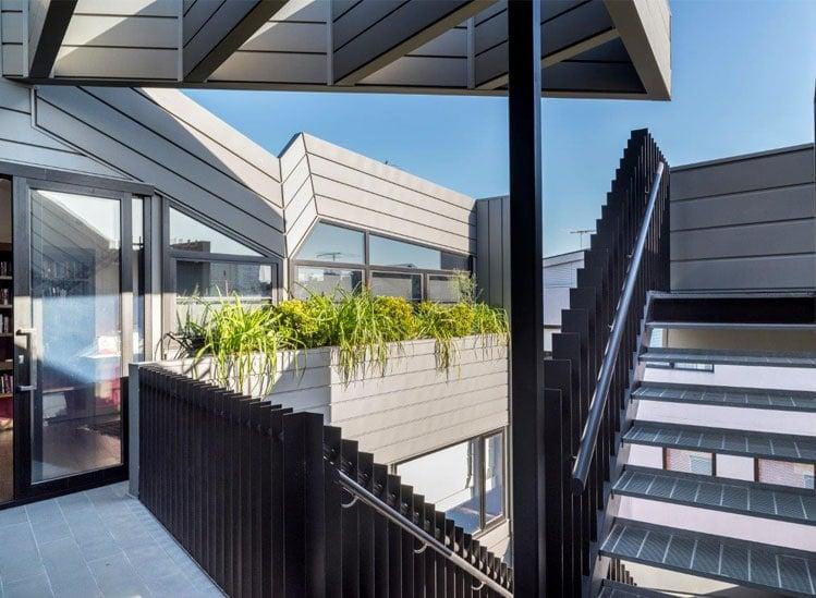 La façade zinc en profil à emboîtement : un système structuré et élégant - Batiweb