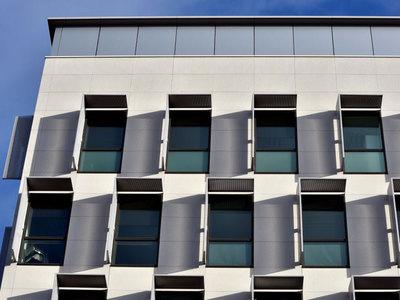 Carea Façade habille la façade du nouveau siège Pomona à Antony (92) Batiweb