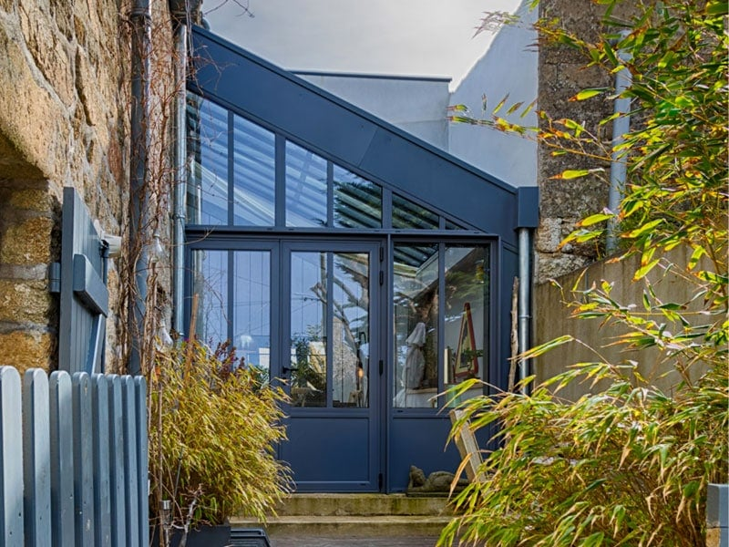 Lumineuse réhabilitation architecturale d'un jardin d'hiver par Profils Systemes