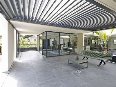 Pergola alu bioclimatique Wallis&Outdoor®: l'art de vivre by Profils Systèmes ! Batiweb