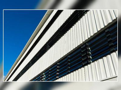 Immeuble de bureaux positon à Toulouse : les fenêtres Soleal 65 et les brise-soleil Suneal participent à l'obtention du label bepos effinergie Batiweb