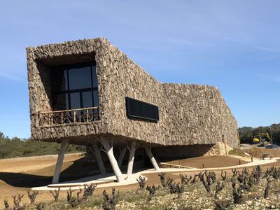 La protection solaire extérieure de Duco contribue à façonner le Château Castigno Batiweb