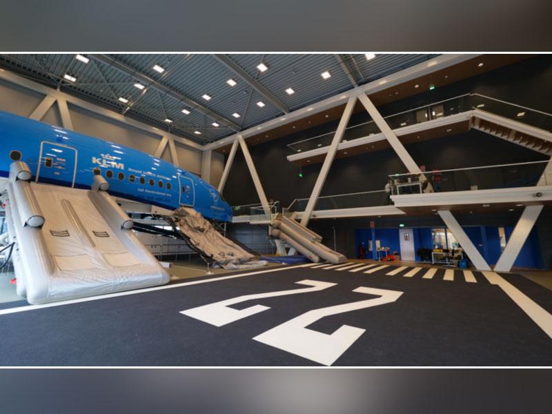 Des solutions plafonds et murs multi-matériaux ARMSTRONG pour le nouveau centre de formation KLM Batiweb