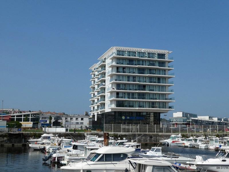 Balcons en front de mer : les rupteurs Schöck garantissent durablement homogénéité de l'enveloppe du bâtiment et sécurité